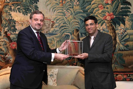 Viswanathan Anand receives the II Spain India Council Foundation Award