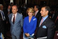 Minister Sebastián, President Aguirre and the President of the FICCI.